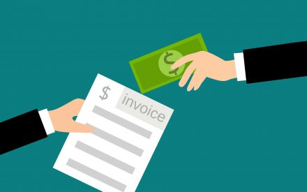illustration of paying an invoice in cash